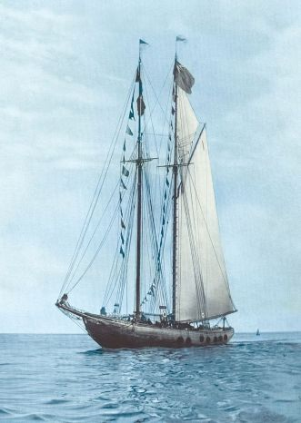 800px-The_Famous_Bluenose_(Restored).jpg