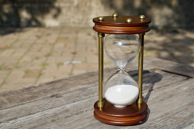 hourglass-2846643_640