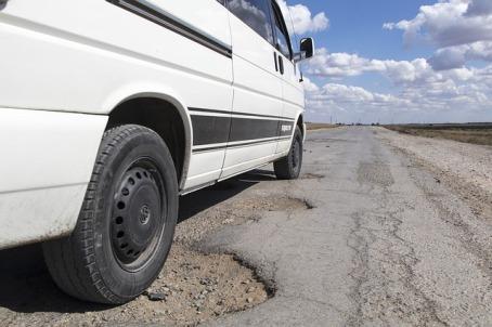 pothole-1703340_640